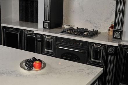 Кухня-столовая: столешницы и столы