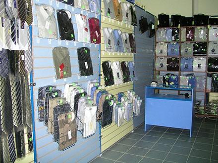Торговая панель в магазине одежды