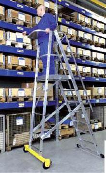 лестницы и стремянки для оборудования склада